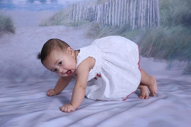 Baba fejlődése 7-9 hónapos korig